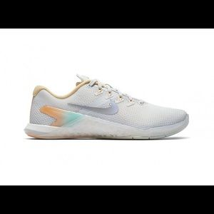 Nike metcon 4 size 7.5 white with light pastels
